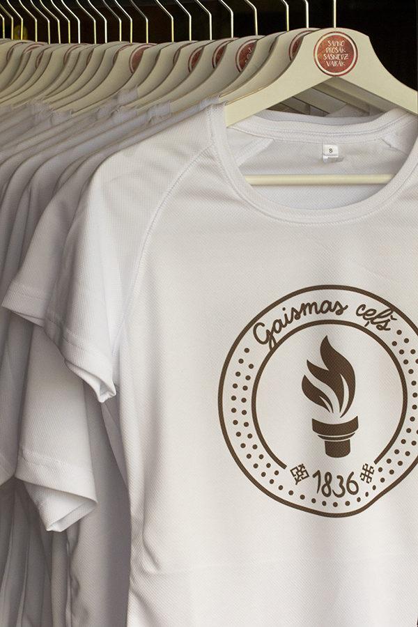"""1. dizains - bērnu T-krekls apdrukāts ar """" Gaismas ceļa"""" skrējiena oficiālo  simboliku ( pievienotajai fotogrāfijai ir informatīva informācija)"""